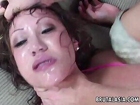 Amateur male masseuse polishes ass